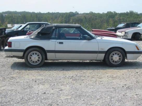 1985 Ford Mustang 5.0 - White